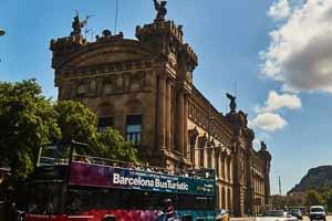 'arrêt Colom – Museu Marítim de l'Itinéraire Rouge du Barcelona Bus Turístic