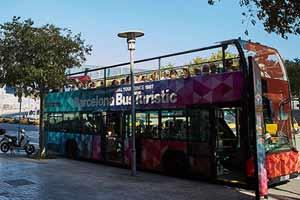 L'arrêt Fòrum de l'itinéraire vert du Barcelona Bus Turístic se trouve au bout de la Diagonal, à l'endroit où elle touche presque la mer.